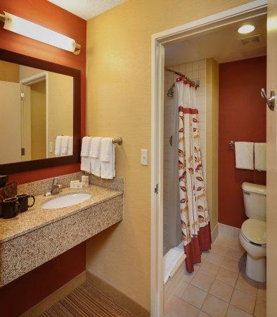 Springfield, Oregón: Guest Bathroom