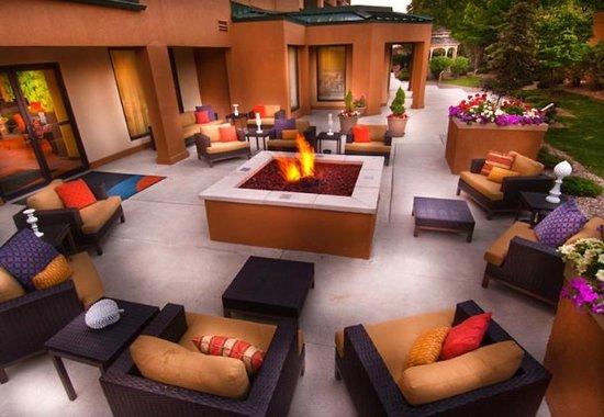 Courtyard Beckley: Outdoor Courtyard