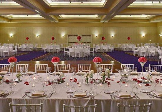 Kingsport, TN: Grand Ballroom Wedding