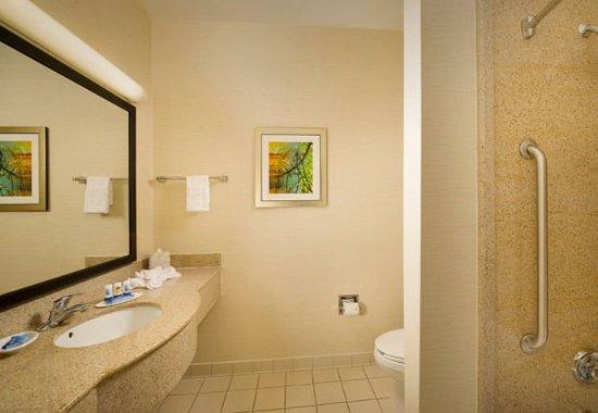 Marshall, TX: Suite Bathroom