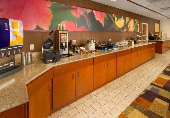 Marshall, TX: Breakfast Buffet