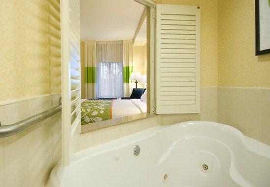 Auburn, Массачусетс: Whirlpool Suite