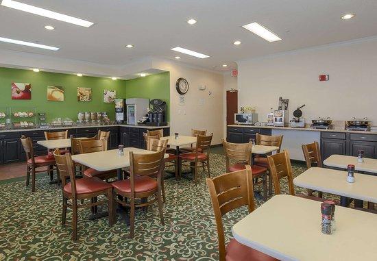 Uniontown, PA: Breakfast Area