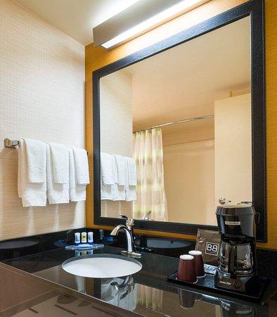 Laurel, MD: Guest Bathroom