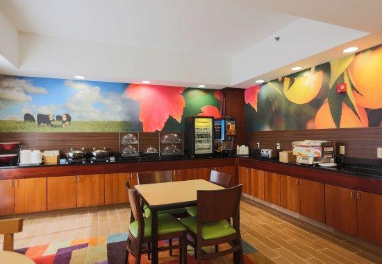 Berea, KY: Breakfast Area