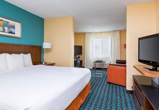 Lee's Summit, MO: Executive King Suite    Sleeping Area