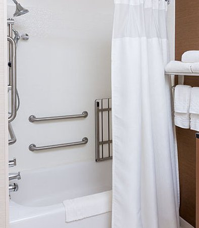 Galesburg, IL: Accessible Guest Bathroom