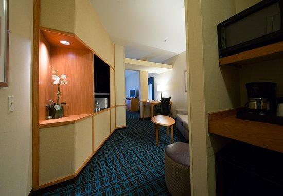 Cordele, GA: Suite Seating Area