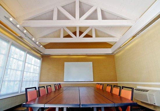 Fairfield Inn Anaheim Hills Orange County: Poolside Meeting Room