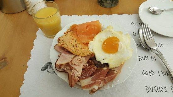 Santa Maria Val Mustair, Switzerland: The insanely good breakfast spread