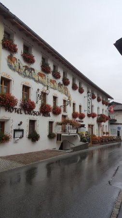 Santa Maria Val Mustair, Switzerland: The hotel's exterior