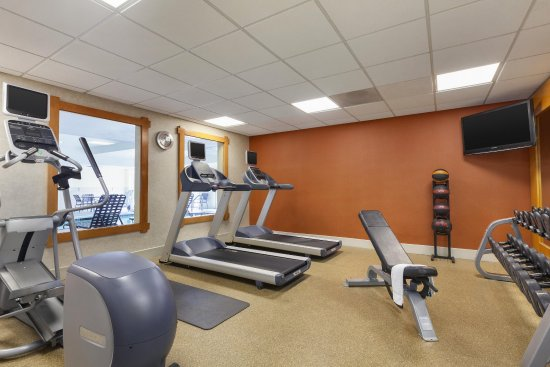 Brisbane, CA: Fitness Center