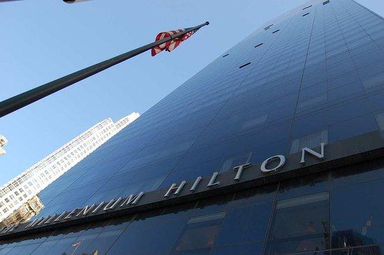 Millenium Hilton: Hotel Exterior