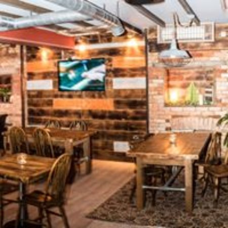 Charminster, UK: Plenty of family friendly casual dining space