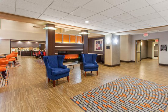 Hampton Inn & Suites - Merced: Lobby