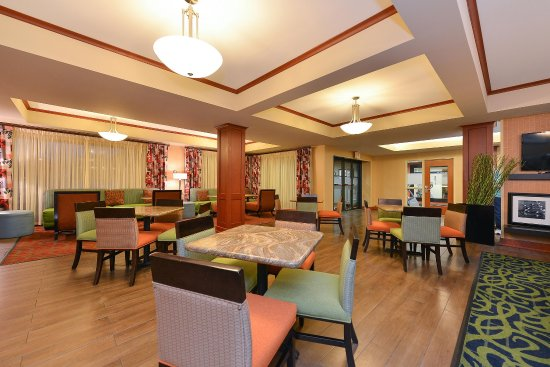 Hampton Inn Martinsburg - Dining Area