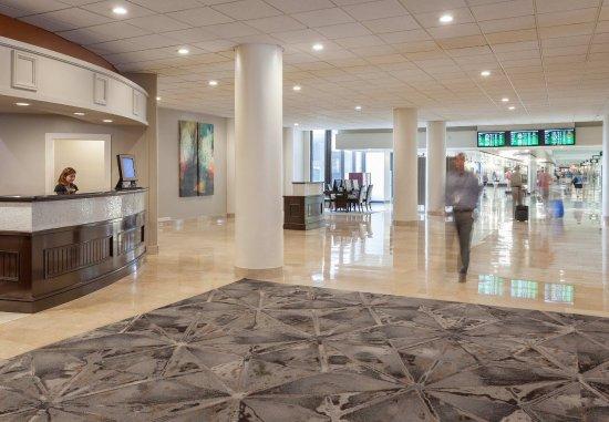 Tampa Airport Marriott: Airport Lobby Terminal