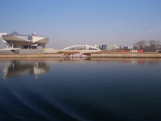 Les Bateaux Lyonnais: A bord du bateau, à proximité de Confluence