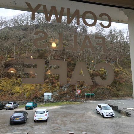 Conwy Falls Cafe: Rainy day
