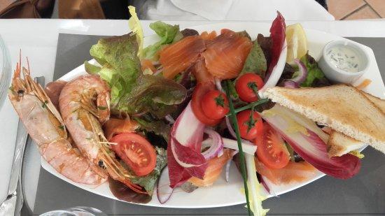 Hourtin, Frankrike: Le soleil etait là pour la saint valentin . Grosse envie de salade et encore une fois un delice