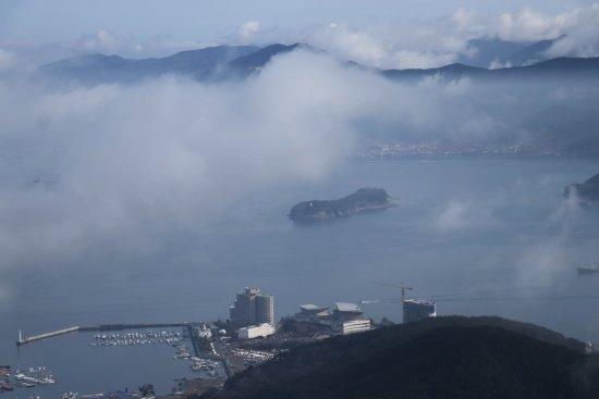 Tongyeong, South Korea: Northern view at the peak