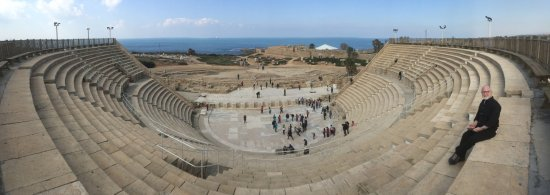 Caesarea, Israele: A look at the amazing theatre from 2,000 years ago.
