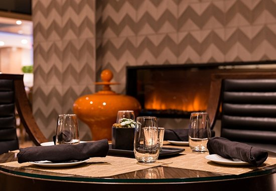 Melville, Estado de Nueva York: Greatroom Lounge - Fireplace