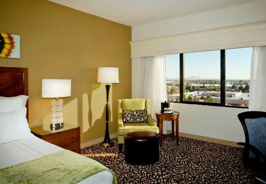 Phoenix Marriott Mesa: King Guest Room