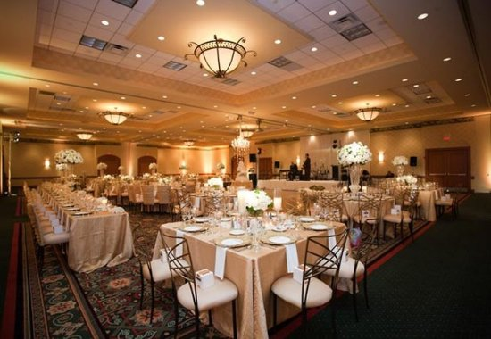Burr Ridge, IL: Ballroom    Wedding Reception