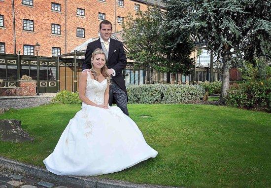 Manchester Marriott Victoria & Albert Hotel: Outdoor Weddings