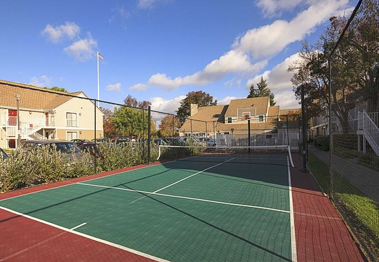 ฟรีมอนต์, แคลิฟอร์เนีย: Sport Court