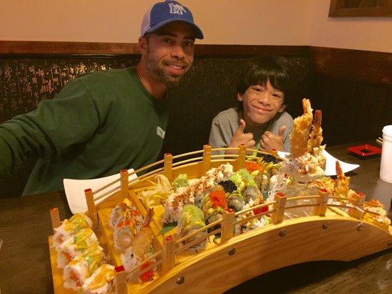 Auburn, NY: Delicious sushi boat!