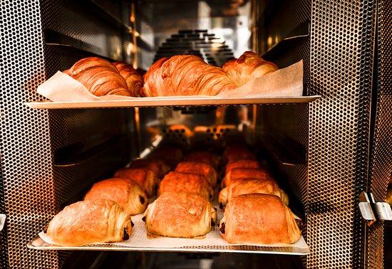 Opera Patisserie: Nos pains et nos viennoiseries sont produits sur place, au sous-sol.