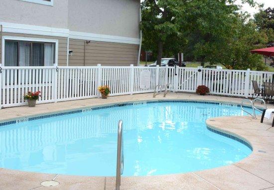 Амхерст, Нью-Йорк: Outdoor Pool
