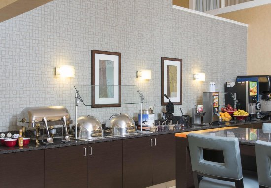 Deerfield, IL: Breakfast Buffet