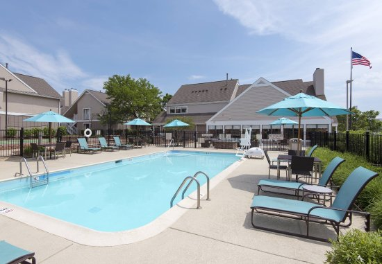 Residence Inn Chicago Deerfield: Outdoor Pool