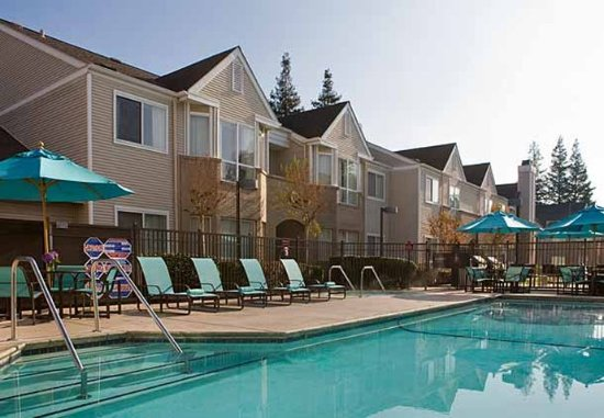 Pleasant Hill, Калифорния: Outdoor Pool