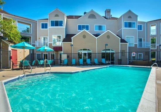 Westborough, ماساتشوستس: Outdoor Pool