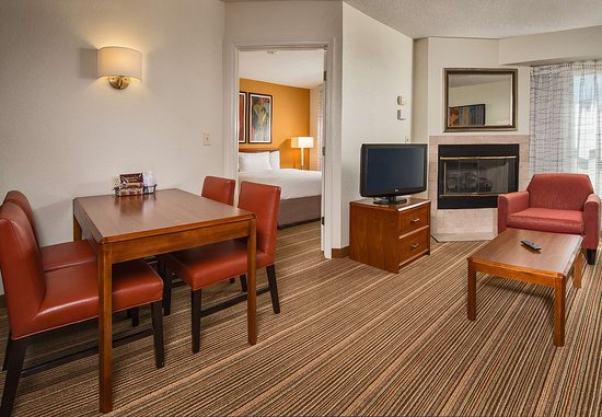 Charleston, WV: Two-Bedroom Suite Dining Area