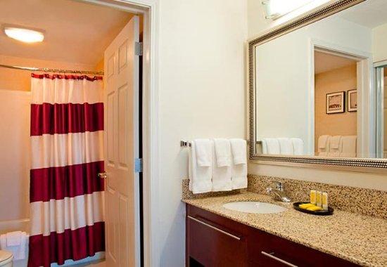Grandville, MI: Guest Bathroom