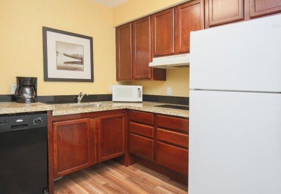 Deptford, Nueva Jersey: Accessible Suite Kitchen