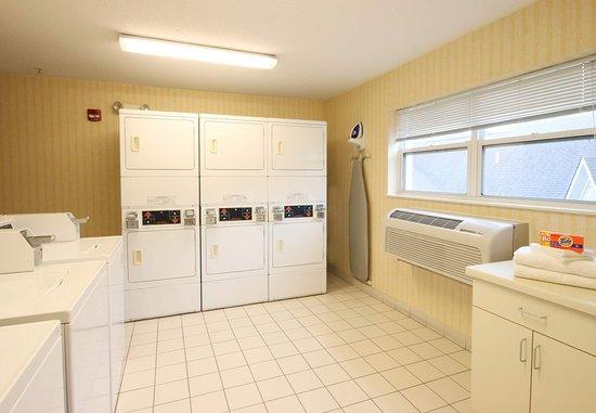 Deptford, نيو جيرسي: Guest Laundry