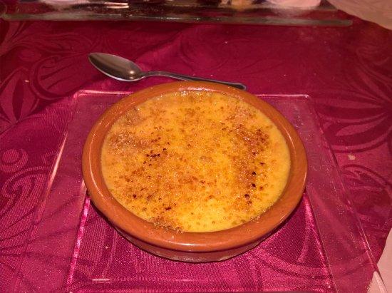 Bolbec, Frankrike: Crème brûlée (sur place !)