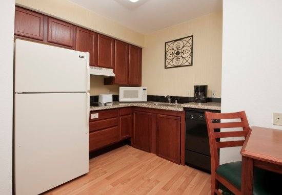 Palmdale, CA: Accessible Suite Kitchen