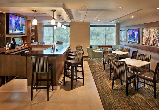 Conshohocken, Пенсильвания: Bar & Lounge