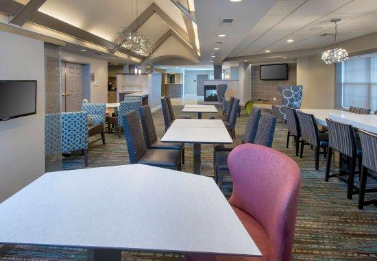 Hauppauge, NY: Lobby - Dining Area
