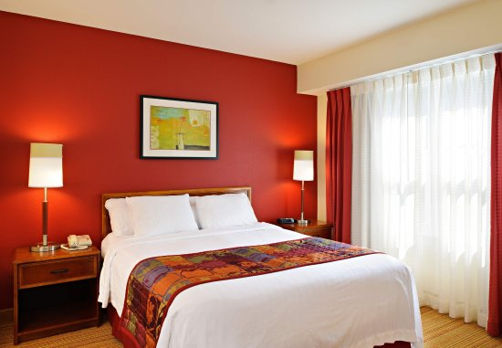 North Dartmouth, MA: Guest Bedroom
