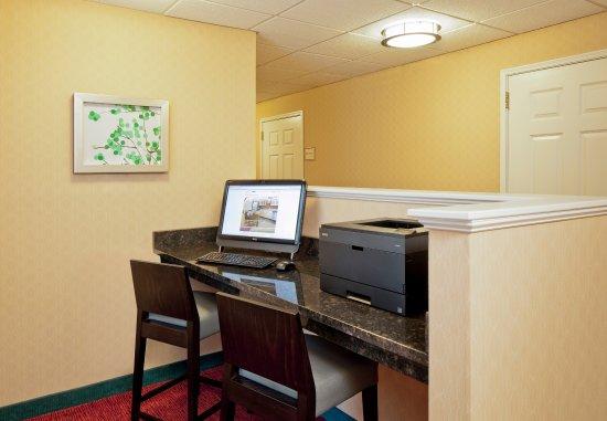 North Dartmouth, MA: Business Center