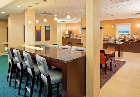North Dartmouth, MA : Breakfast Seating Area