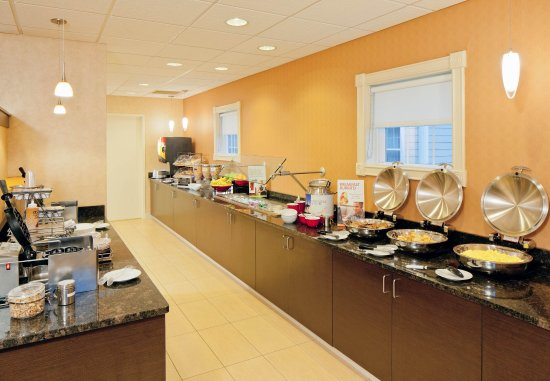 North Dartmouth, MA: Breakfast Buffet